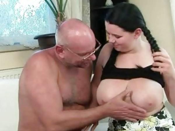 Порно фото большие сиськи сосет у старика, раздвинула свою дырочку